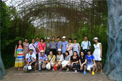 2011年公司组织员工海南度假